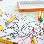 怒らなくても解決できる?子どもが壁に落書きをした時の対応と今後の対策